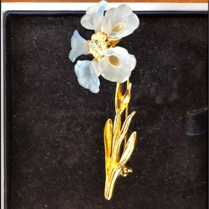 Blue flower Rhinestone golden brooch/pin
